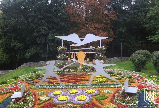 У Києві відкрили неймовірну виставку з квіткових інсталяцій на честь видатних спортивних досягнень