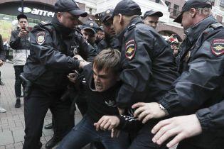 """""""Паковали"""" даже за вопрос: в России задержали участников одиночных пикетов оппозиции"""