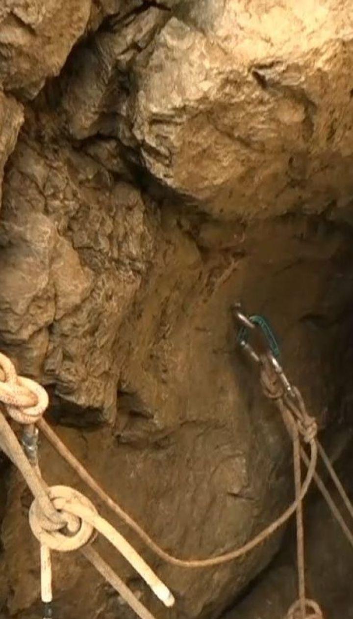 З найбільшої печери польських Татр намагаються витягти двох спелеологів