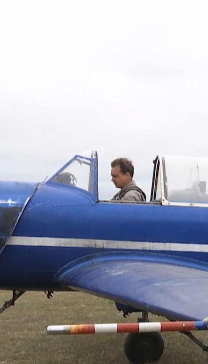 На Кировоградщине пилоты демонстрировали трюки на самолетах малой авиации