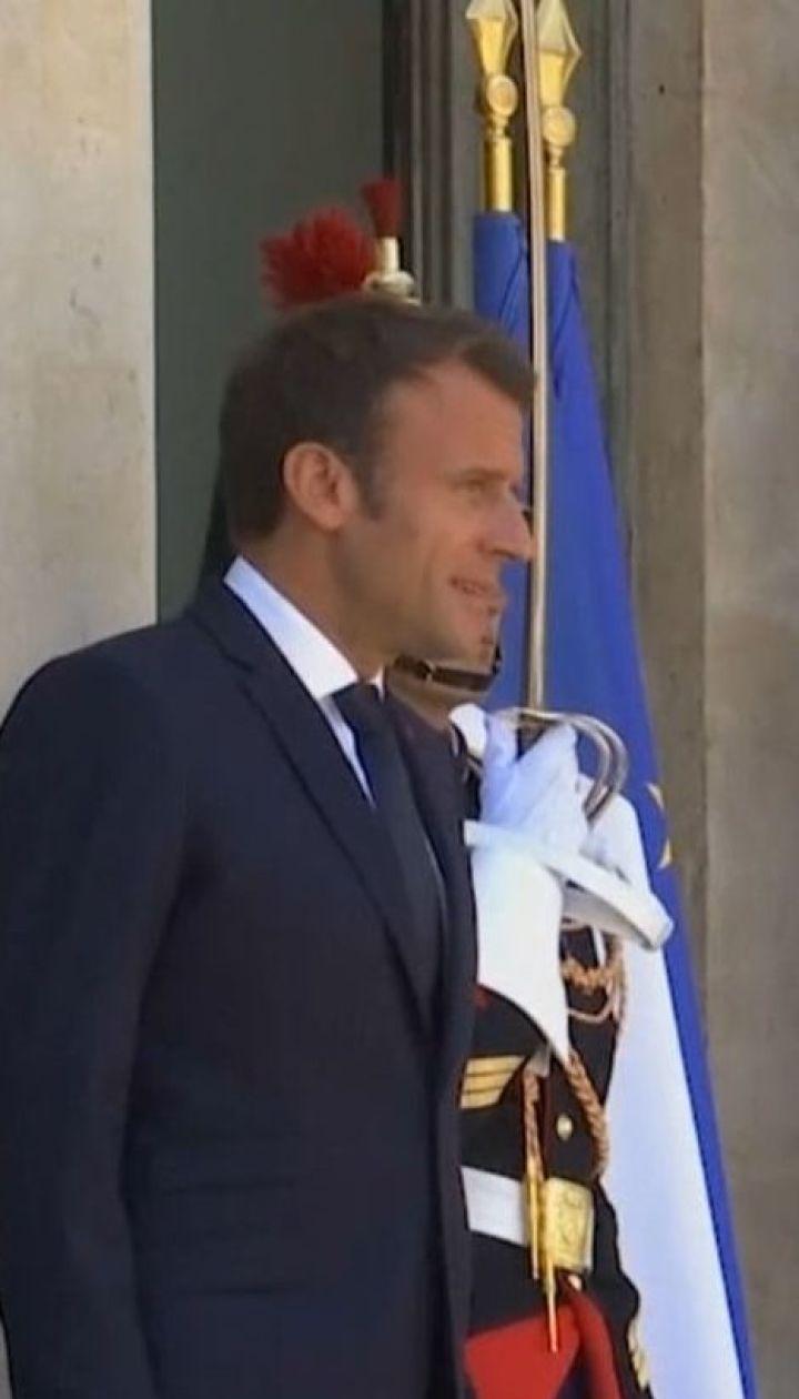Потепління у франко-російських стосунках: Макрон прийме Путіна у своїй літній резиденції