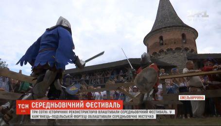 Исторические реконструкторы со всей Украины съехались на фестиваль в Каменец-Подольский
