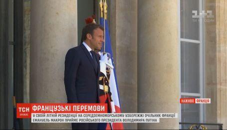 Потепление в франко-российских отношениях: Макрон примет Путина в своей летней резиденции