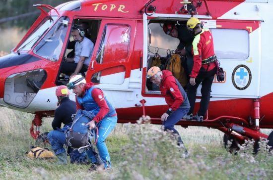 У польських Татрах застрягли двоє науковців. Їх дві доби намагаються витягти рятувальники