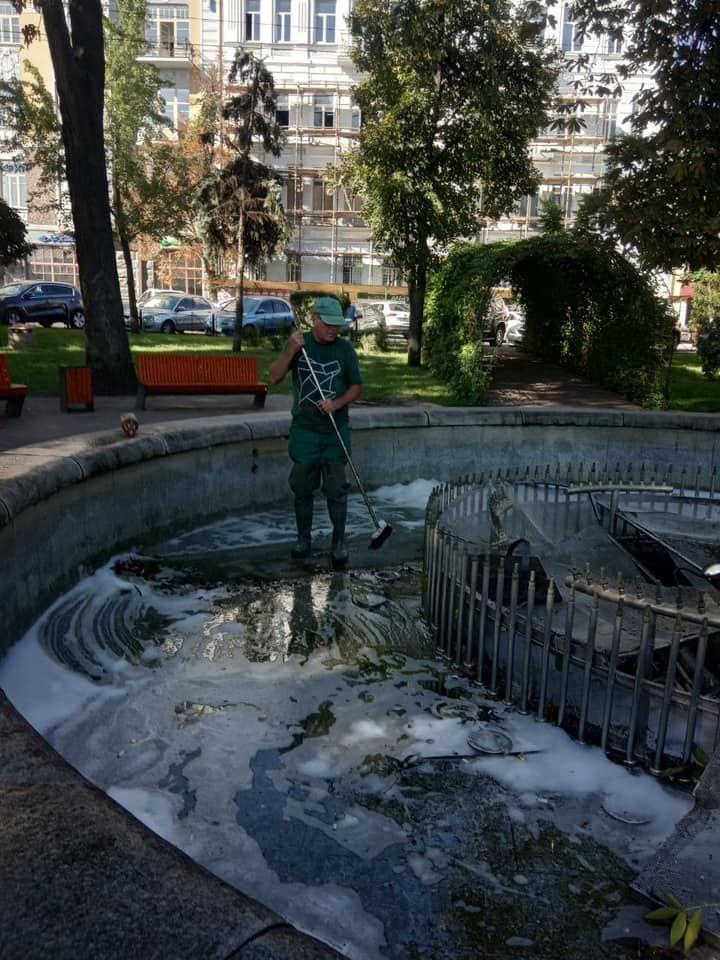 піна у фонтані
