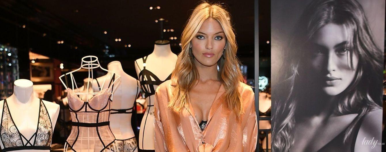 """В бельевом стиле: """"ангел"""" Марта Хант на презентации новой коллекции Victoria's Secret"""
