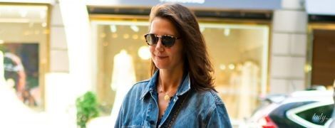 В смугастій сукні та джинсовці: Кеті Голмс на вулицях Нью-Йорка