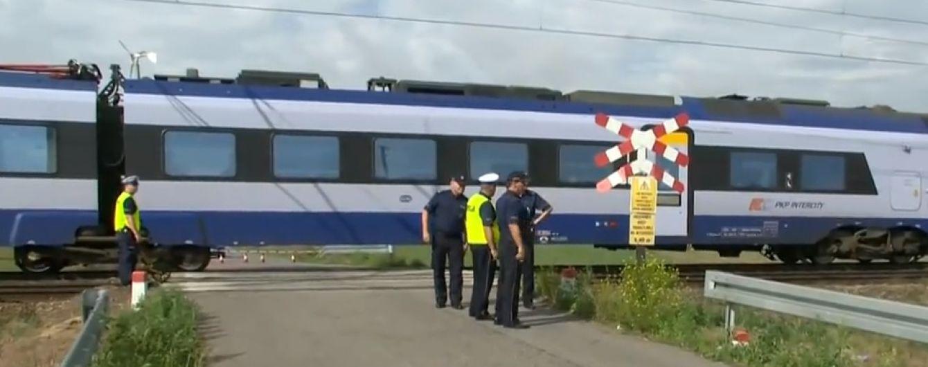 В Польше один поезд сбил мать и двух детей, а второй переехал их