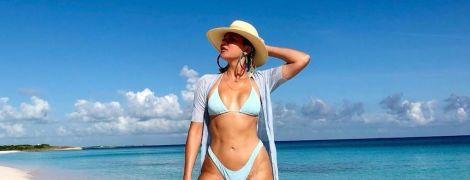 Отлично выглядит: Хлое Кардашьян в бикини и шляпе позировала на пляже