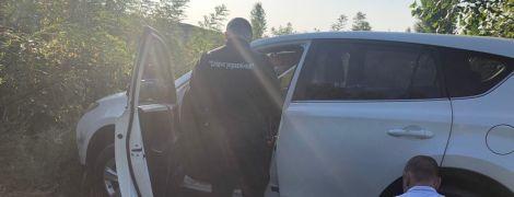 """Спецоперація силовиків: """"вбиті"""" під Києвом на замовлення мати й донька виявились живими"""