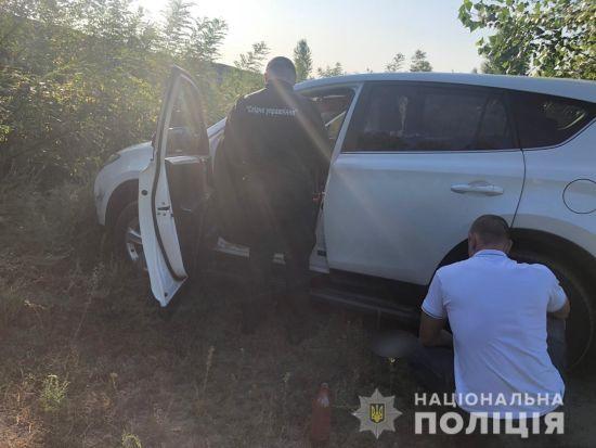 На Київщині зникли мати з донькою. Копи знайшли їхню покинуту автівку