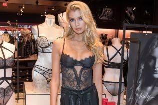 Подчеркнула грудь красивым бельем: Стелла Максвелл на презентации новинок Victoria's Secret