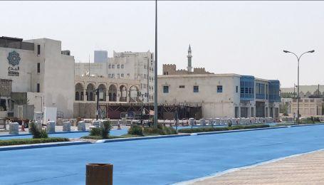 В Катаре дорогу покрасили в синий цвет, чтобы продлить срок ее службы