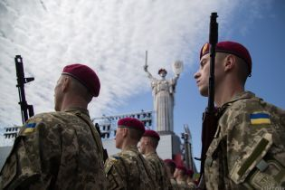 Полторак анонсував премії військовим до Дня Незалежності