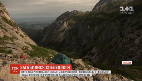 Вторые сутки спасатели ищут двух спелеологов, которые заблудились в польских Татрах