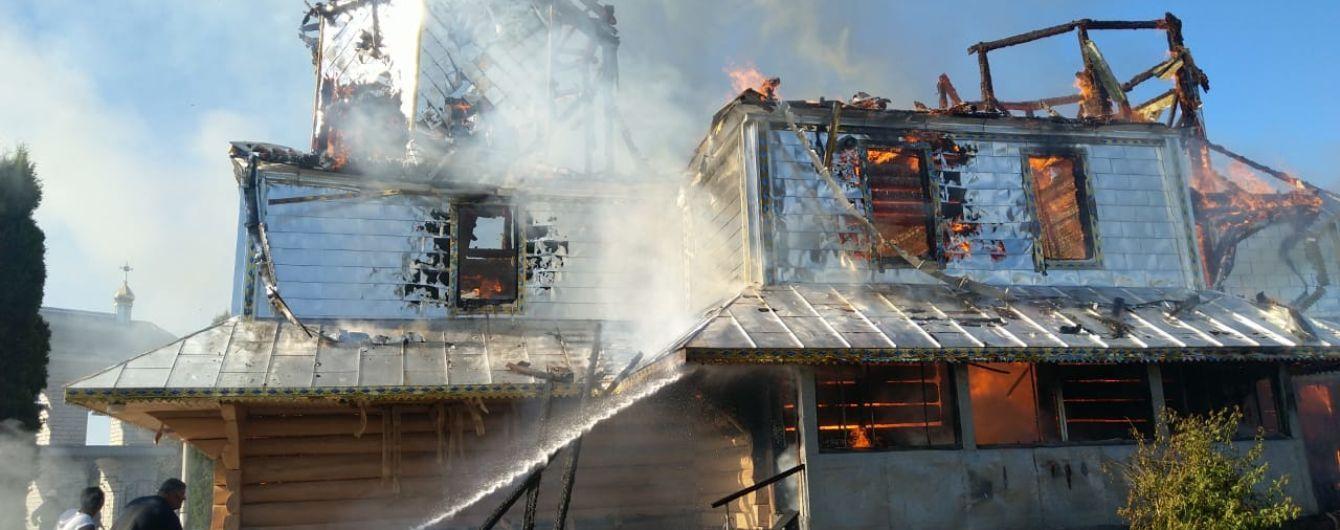 Храм позапрошлого века выгорел на Прикарпатье