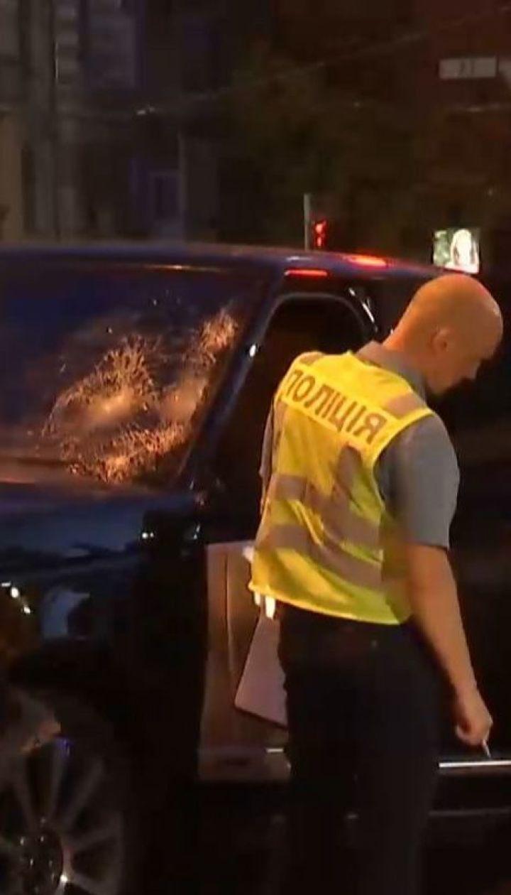Позашляховик влетів у пішоходів унаслідок зіткнення з Tesla у Києві