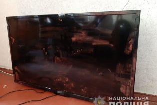 В Киеве мужчина похитил телевизор из детской больницы