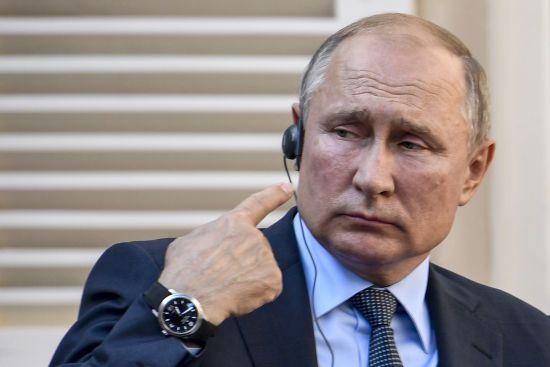 """Путін """"урізав"""" права росіян: поліція отримала більше повноважень"""