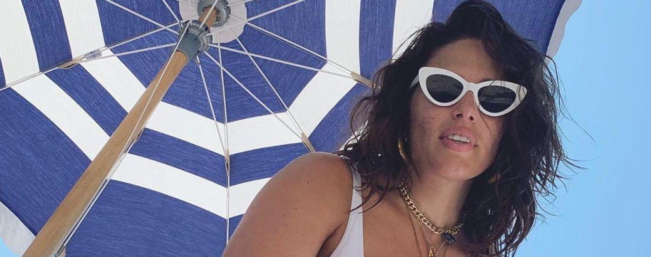 Показала живіт в чорному бікіні: вагітна Ешлі Грем відпочиває на Сен-Бартелемі