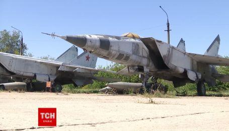 """Российские боевые самолеты """"МиГ-25"""" стоят на хранении в Украине"""