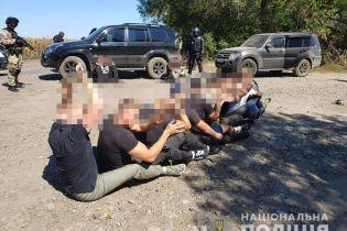На Харківщині поліція затримала 15 рейдерів, які хотіли захопити держпідприємство