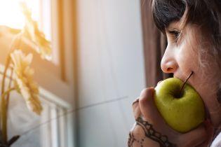 Самый полезный в мире фрукт: диетолог и стоматолог рассказали, как правильно есть яблоки