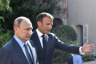 На сайте Кремля из переводу речи Макрона удалили все слова о выборах
