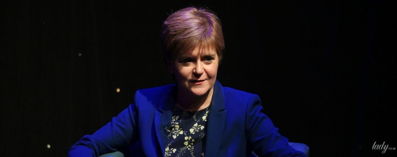 В платье с цветочным принтом и на шпильках: первый министр Шотландии Никола Стерджен на шоу