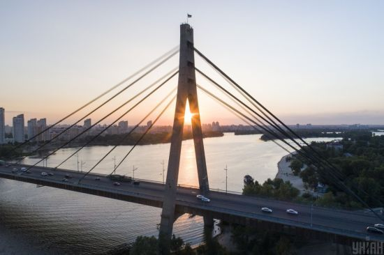 На вихідні у Києві обмежать рух транспорту на Північному мосту