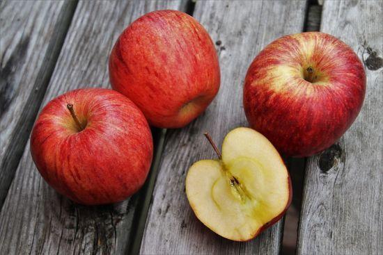 В Україну завозять польські яблука. Чому так сталося