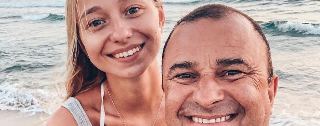 Виктор Павлик ответил на слухи о беременности его молодой возлюбленной