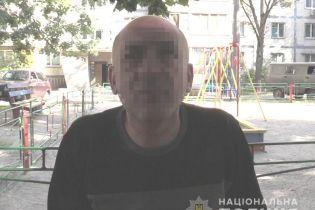 У Києві чоловік забив дружину лопатою та ліг спати
