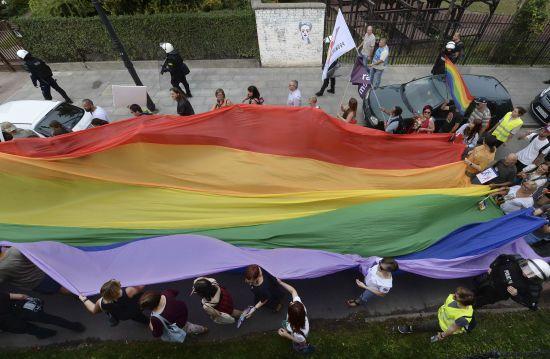 """У Британії гею не надали притулок через """"не надто жіночний вигляд"""""""