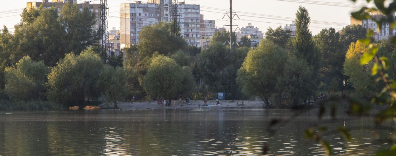 На озері в Києві виявили тіло 35-річної жінки, яка саме посварилась з чоловіком