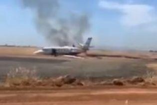 В Калифорнии во время взлета загорелся пассажирский самолет