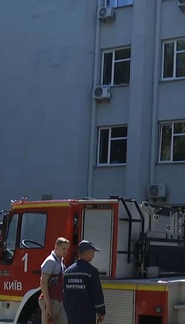 Столичні рятувальники тренувались гасити пожежу та визволяти людей у Печерській РДА