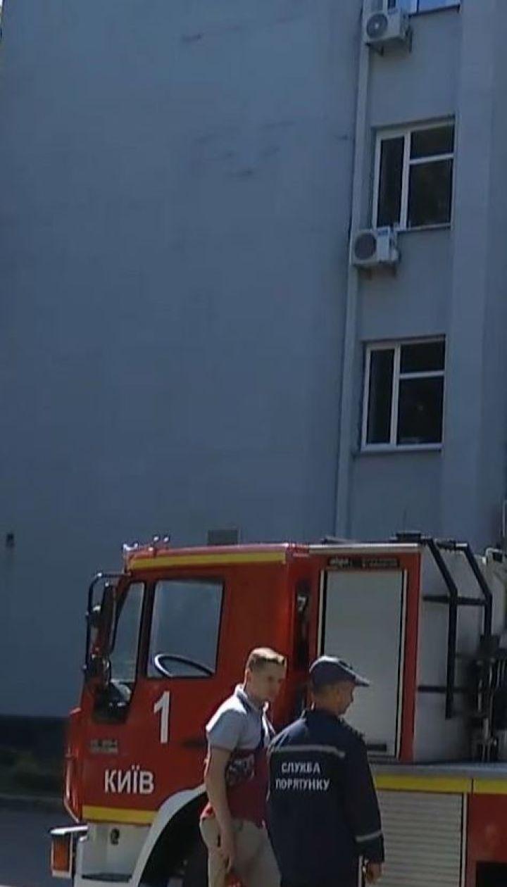 Столичные спасатели тренировались тушить пожар и освобождать людей в Печерской РГА