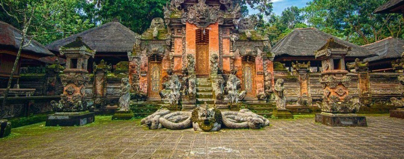 На Бали за плохое поведение туристов будут отправлять домой