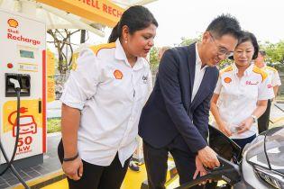 Нефтяной гигант Shell устанавливает первые электрозарядки в Сингапуре