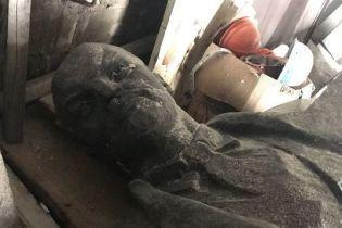На Днепропетровщине с молотка продали памятник Ленину: аукцион хотят обжаловать