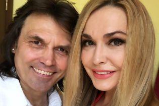 Ольга Сумская показала, как муж в пять утра с песнями и охапкой роз ее поздравлял