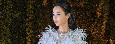 """Вся в перьях: Екатерина Кухар в нежном образе предстала на премьере """"Танці з зірками"""""""