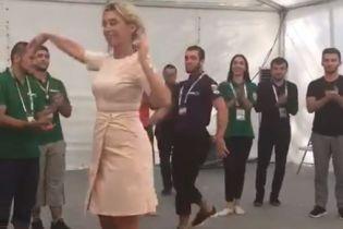 Пресс-секретарь российского МИД Захарова станцевала лезгинку на молодежном форуме