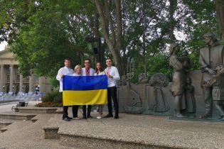 Украинцы за океаном уже празднуют День флага, а Зеленский призвал к всенародному флешмобу
