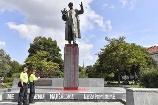 В столице Чехии облили красной краской памятник советскому маршалу