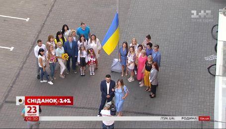 """""""Сніданок з 1+1"""" відзначає День державного прапора у прямому ефірі"""