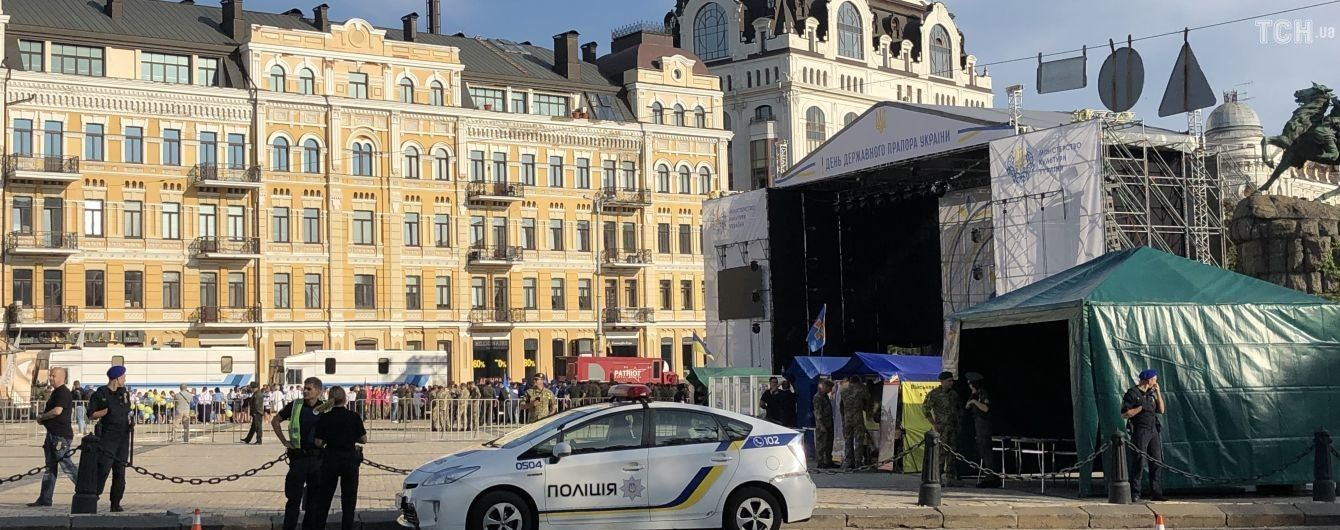 Зеленський прибув на Софійську площу святкувати День прапора