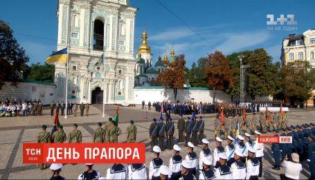На Софийской площади началась торжественная церемония поднятия флага