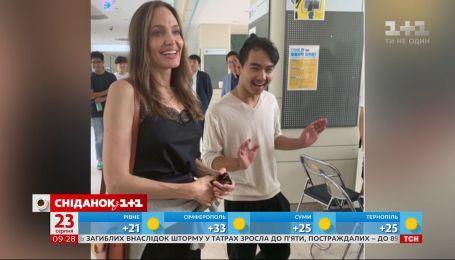 Анджелина Джоли отправила сына на учебу в Южную Корею
